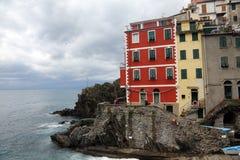 Riomaggiore, un des villages de Cinque Terre, l'Italie Photographie stock