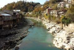 Rioni flod i Kutaisi, Georgia Arkivbilder
