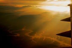 Rios e montanhas bonitos de um país Fotos de Stock