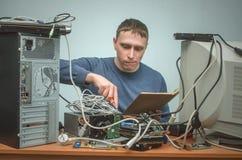 Riparatore del computer Ingegnere del tecnico del computer Servizio di sostegno Fotografia Stock Libera da Diritti