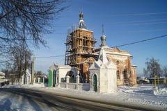 Riparazione ai campanili sul tempio di Nikoliskom in Mstyore Fotografia Stock