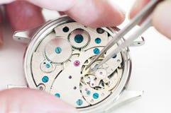 Riparazione degli orologi Fotografie Stock Libere da Diritti