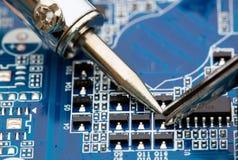 Riparazione dei componenti elettronici fotografia stock libera da diritti