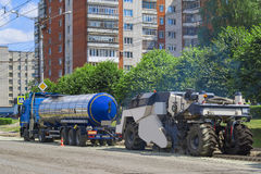 Riparazione del macchinario della costruzione di strade fotografia stock
