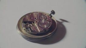 Riparazione del meccanismo vecchio dell'orologio archivi video