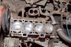 Riparazione del motore la vecchia automobile Immagine Stock Libera da Diritti