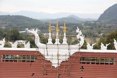Riparazione del tetto della chiesa sulla collina Fotografia Stock Libera da Diritti