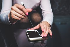 Riparazione del vostro telefono cellulare Fotografie Stock Libere da Diritti