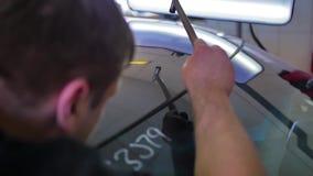 Riparazione dell'ammaccatura di Paintless Gli strumenti paintless professionali della riparazione dell'ammaccatura grandinano il  archivi video