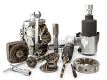 Riparazione dell'automobile - dettagli della pompa della chiave pneumatica dell'aria e di alta pressione su fondo bianco Fotografia Stock