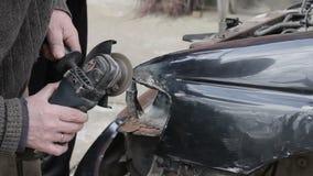Riparazione dell'automobile dopo l'arresto video d archivio