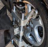 Riparazione della ruota di automobile Fotografia Stock