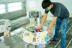Riparazione della ruota, riparatore della ruota fotografia stock
