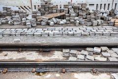 Riparazione della strada e della linea tranviaria pavimentate Fotografia Stock