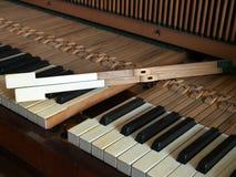 Riparazione della tastiera di piano Fotografia Stock Libera da Diritti