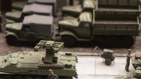Riparazione di attrezzatura sulla base militare archivi video