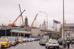 Riparazione di grande ponte di Moskvoretsky fotografie stock libere da diritti
