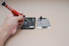 Riparazione di Smartphone Fotografia Stock Libera da Diritti