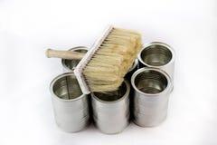 Riparazione, pennelli e della pittura e latte della pittura su un iso bianco Immagini Stock