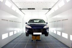 Riparazioni attendenti dell'automobile Immagine Stock Libera da Diritti