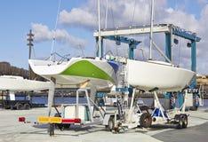 Riparazioni della barca nel piere Fotografie Stock