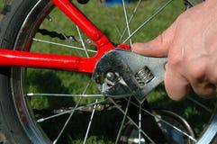 Riparazioni della bicicletta Fotografie Stock Libere da Diritti