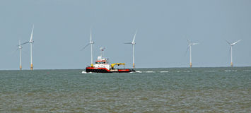 Riparazioni offshore di parco eolico immagine stock libera da diritti