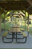 Ripari di picnic in una riga Fotografia Stock