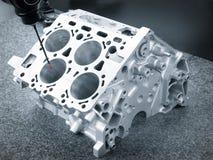 Ripari il blocchetto dei cilindri, parità automobilistica di alluminio del motore di dimensione di ispezione dell'operatore in fa Fotografia Stock Libera da Diritti