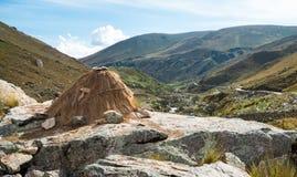 Riparo di elevata altitudine nel Perù centrale Fotografie Stock