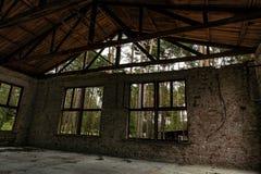 Riparo di Enchanged nella foresta immagini stock