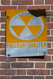 Riparo di precipitazione radioattiva 2 immagini stock