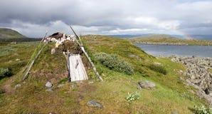 Riparo originale di Lappish in tundra svedese Fotografie Stock