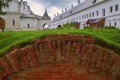 Riparo sotterraneo dei mura di mattoni Fotografia Stock Libera da Diritti
