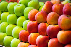 Ripe apples on grocery counter Royalty Free Stock Photography