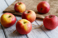 Ripe apples on shabby wooden table Royalty Free Stock Images