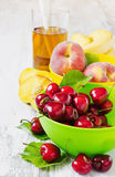Ripe cherries and peaches Royalty Free Stock Photography