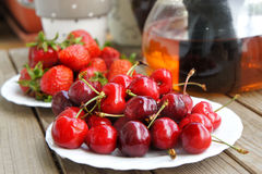 Ripe cherries and strawberries Stock Images