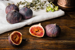 Ripe figs on the cloth with sliced one Stock Photos