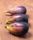 Ripe figs on wooden basis Royalty Free Stock Photos