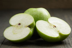 Ripe green apples sliced on wood table Stock Photography