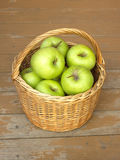 Ripe green apples in wicker basket closeup Royalty Free Stock Photos