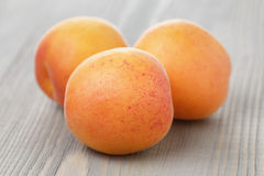 Ripe juicy apricots on wooden table Royalty Free Stock Photos
