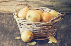 Ripe onion in a vintage basket Royalty Free Stock Photos
