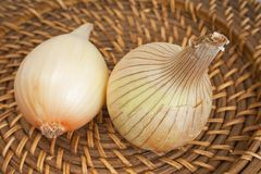 Ripe onions on a wicker plate Stock Images