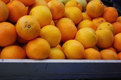 Ripe oranges in a tray in the fruit market Royalty Free Stock Photography