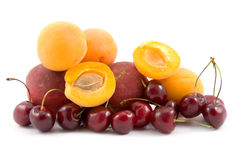 Ripe Peaches, Cherries And Apricots Royalty Free Stock Images