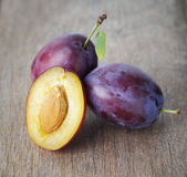 Ripe plums on old wood table Royalty Free Stock Photos
