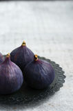 Ripe purple figs on metal plate, copy space on grey background Stock Photo