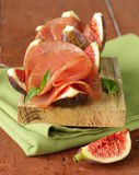 Ripe purple figs with smoked ham - a traditional antipasti Stock Images
